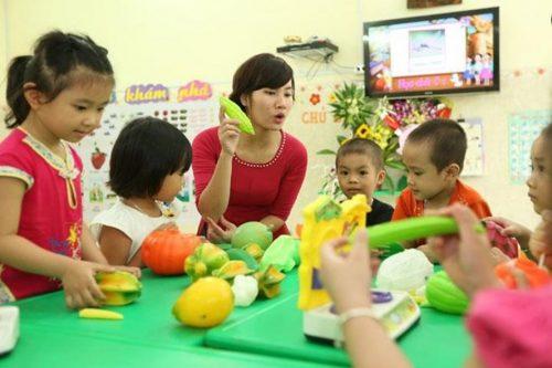 Yêu thương con trẻ là phẩm chất cần thiết của nghề giáo viên mầm non
