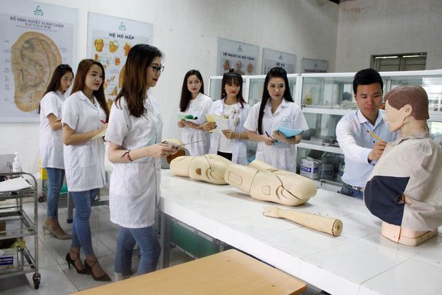 Hồ sơ xét tuyển Cao đẳng y tế Hà Nội bao gồm những gì?