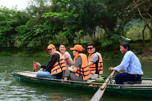 Học trường nào để trở thành hướng dẫn viên du lịch